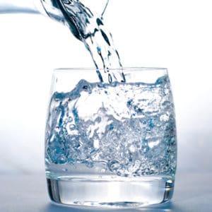 beber agua de manera saludable